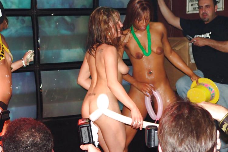 голые девки отрываются