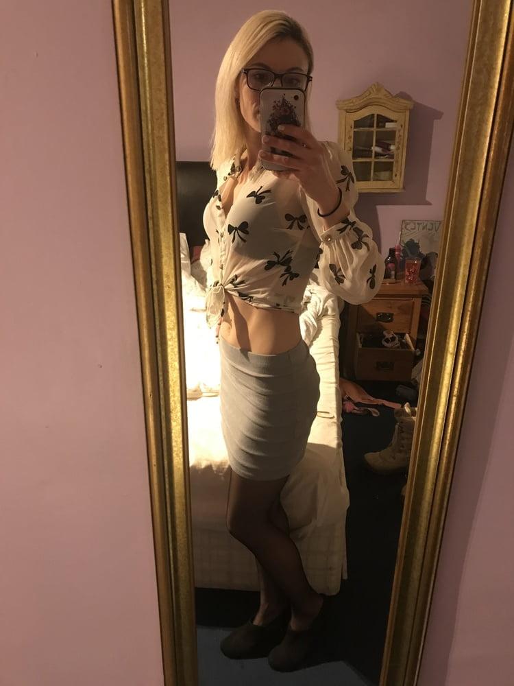 Sexy secretary- 8 Pics