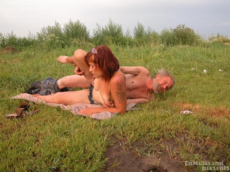 smotret-film-zhizn-bezdomnih-lyudey-erotika-konchil-na-vlagalishe-forum