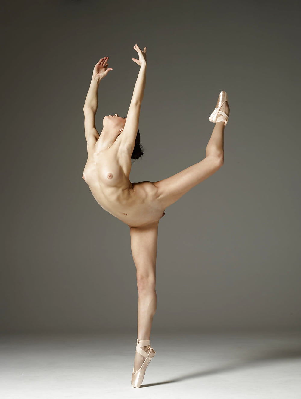 Фото голой балерины у каната