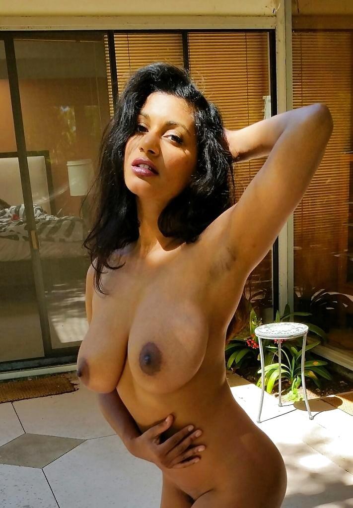 nude-black-carla