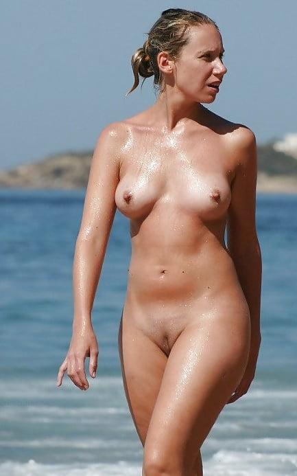 Christina hendricks hot