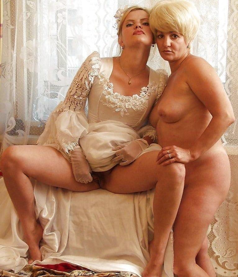 она раздевается, смотреть эротика жены невесты тещи молоденькие эро