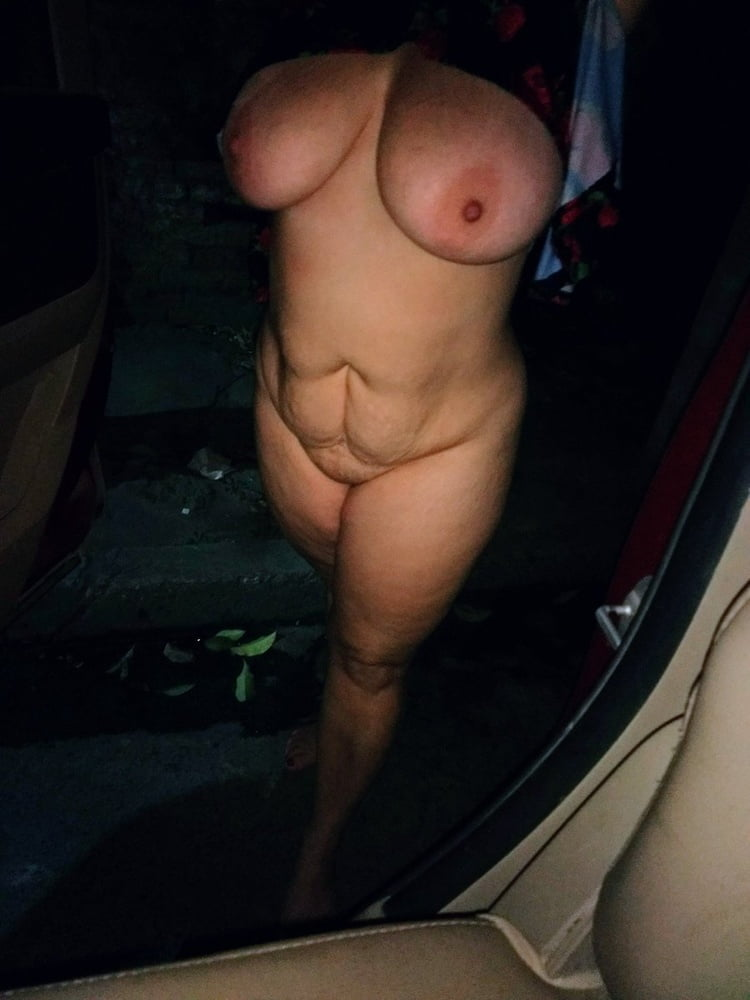 Finger in wifes ass