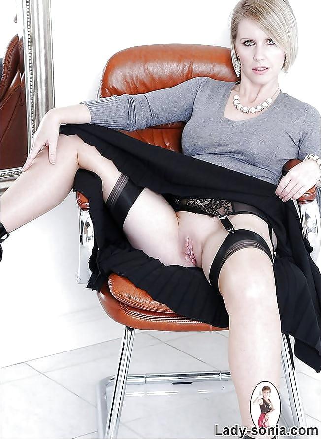 Бизнес-леди без трусов, ракот трахают телку