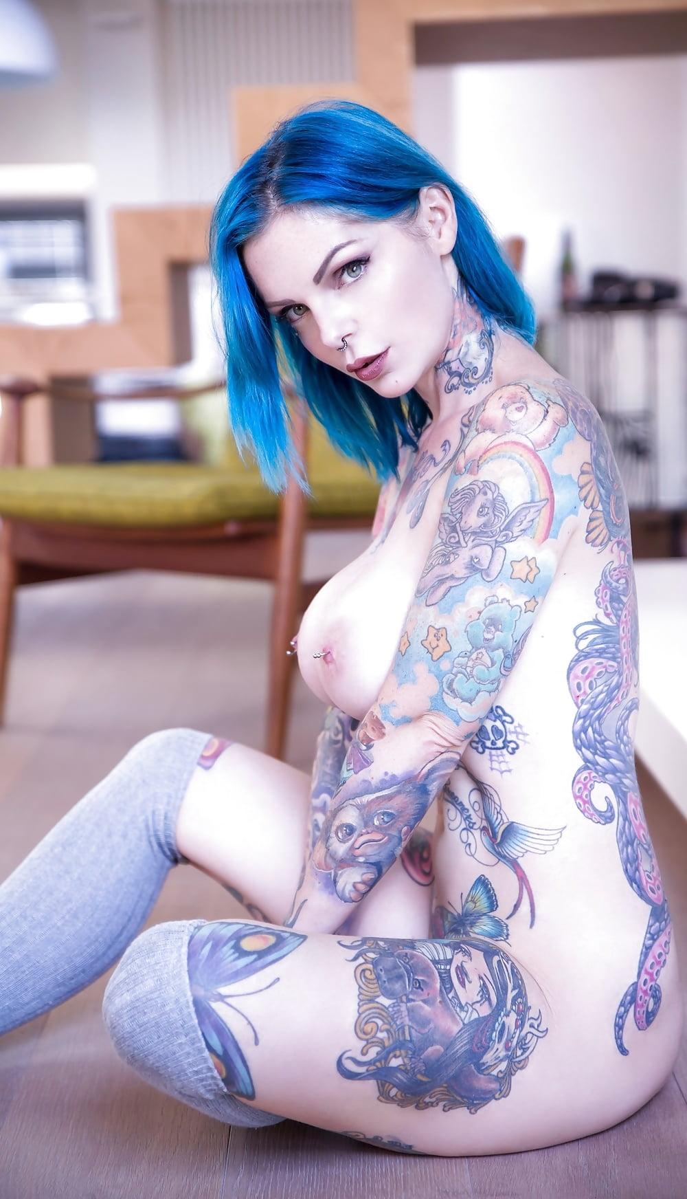 Hot suicide girl strapon bargirl