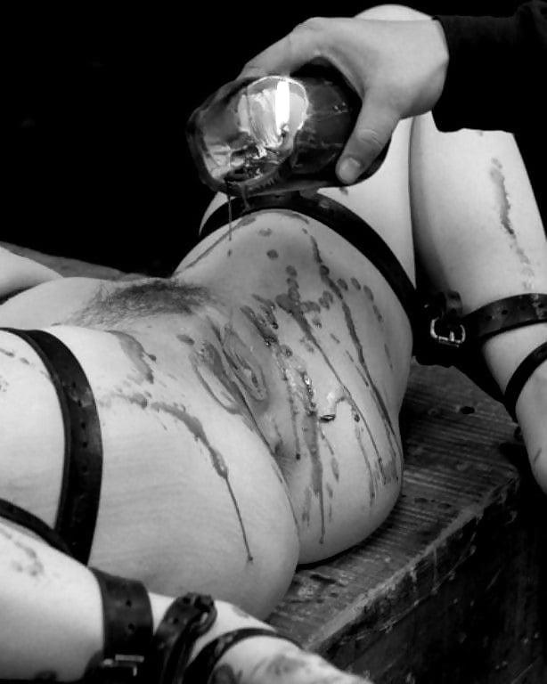 Порно горячий воск на тело все дыры
