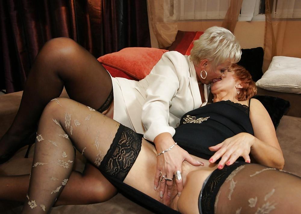 Старые женщины в чулках лесбиянки