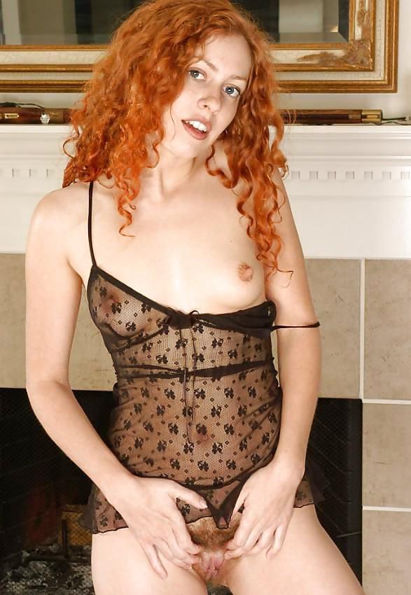 bonnie-hairy-pussy-redhead