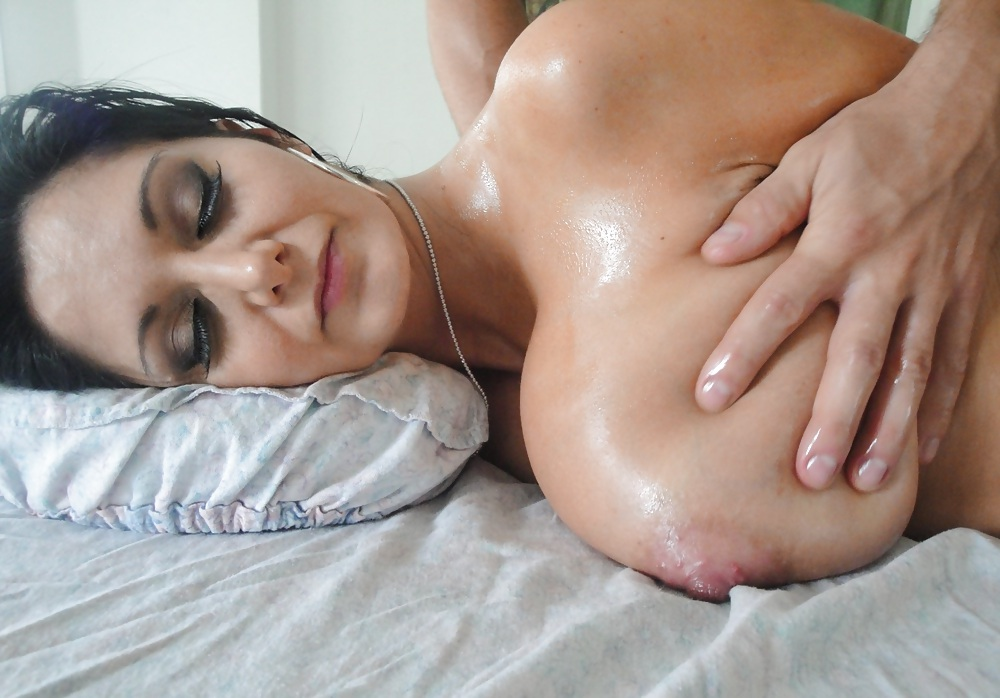 A sexy milf got a sensual massage of her big boobs and wet pussy, free porn