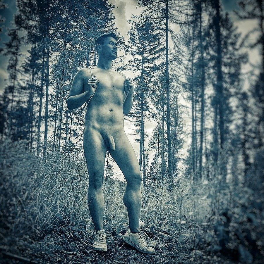 Free pictures of naked females