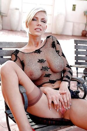 Vivian Schmitt Neu