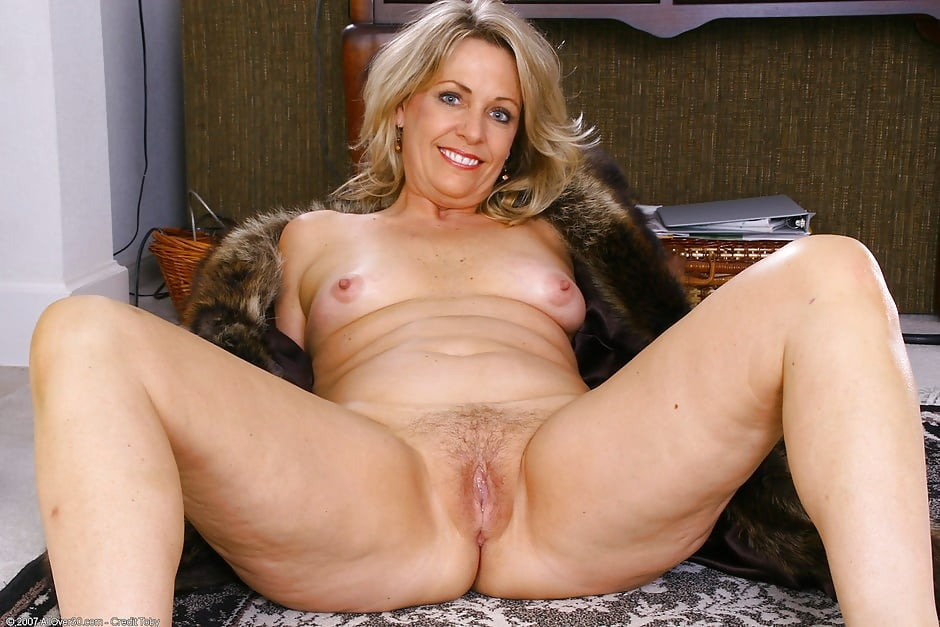 Mature pics naked women over #6