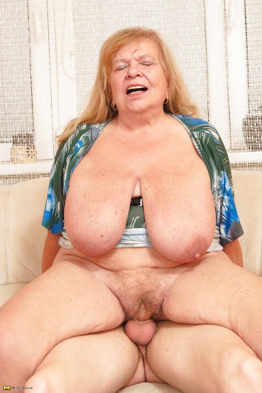 Большие сиськи у старых женщин видео, супер голые девушки секс
