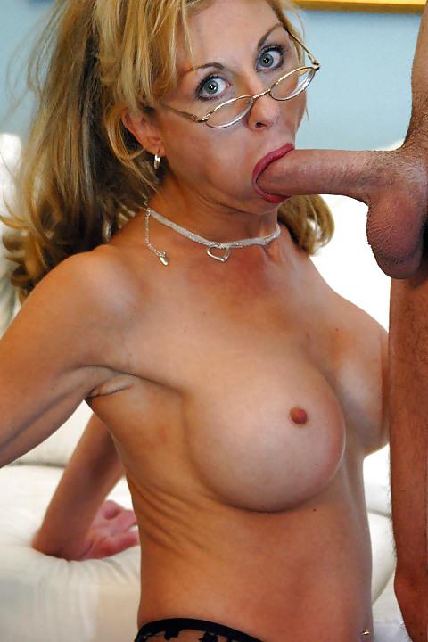 Порно в очках зрелые, привел домой и оттрахал видео