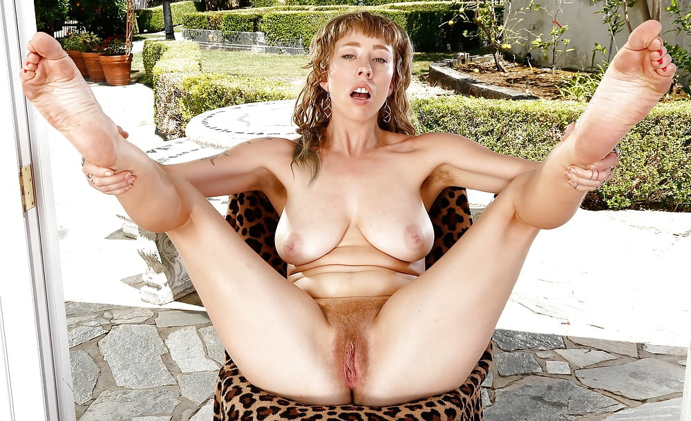 Shannon's hairy pussy