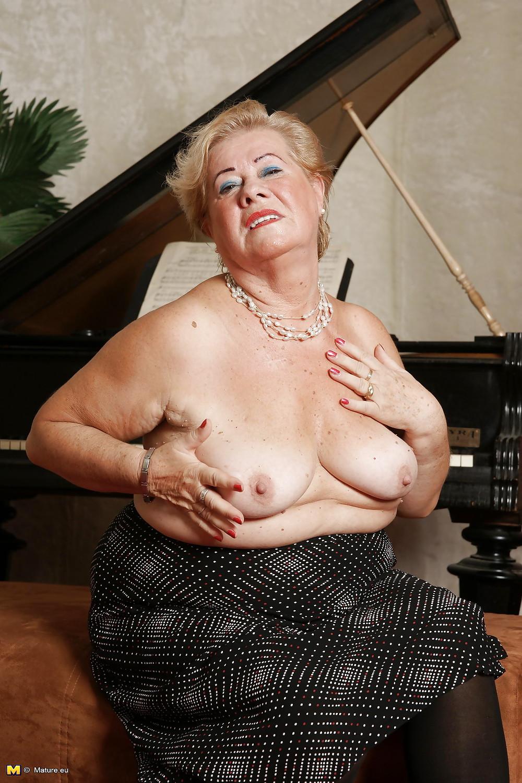 striptiz-tolstih-starushek-porno-devushka-vistavlyat-sebe-yabloko
