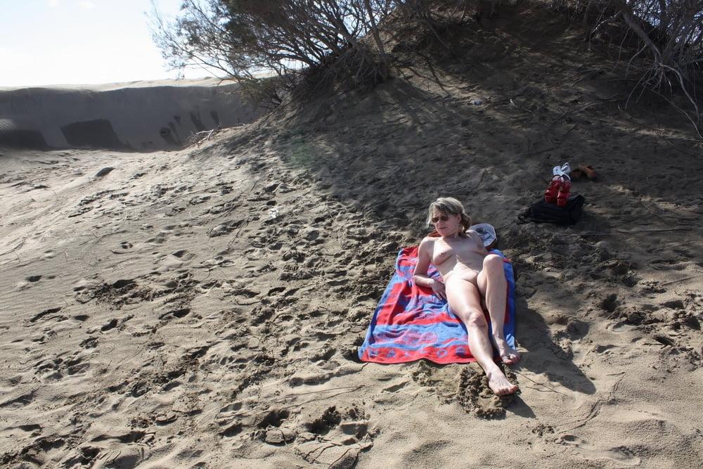 Sicilia enjoys outdoor masturbating - 2 part 5