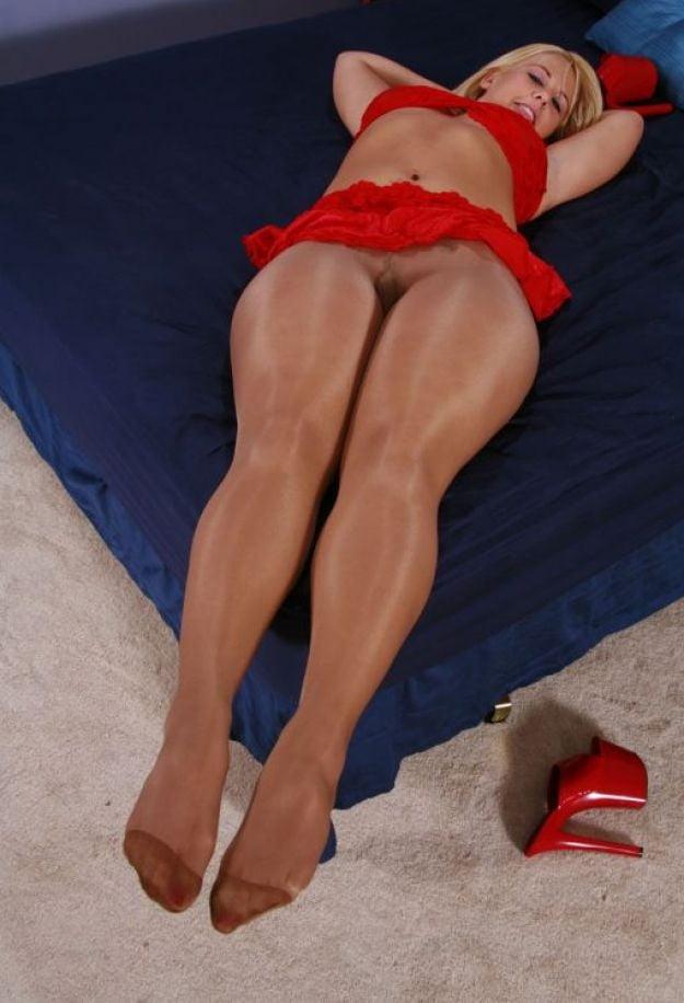 share-free-gallery-pics-of-female-feet-wearing-pantyhose-bikini-nude-young