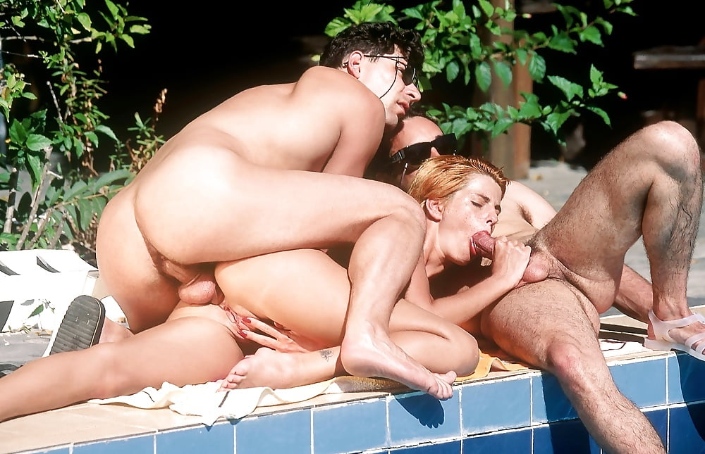 seks-erotiku-porno-v-basseyne-retro-video-kino-soset