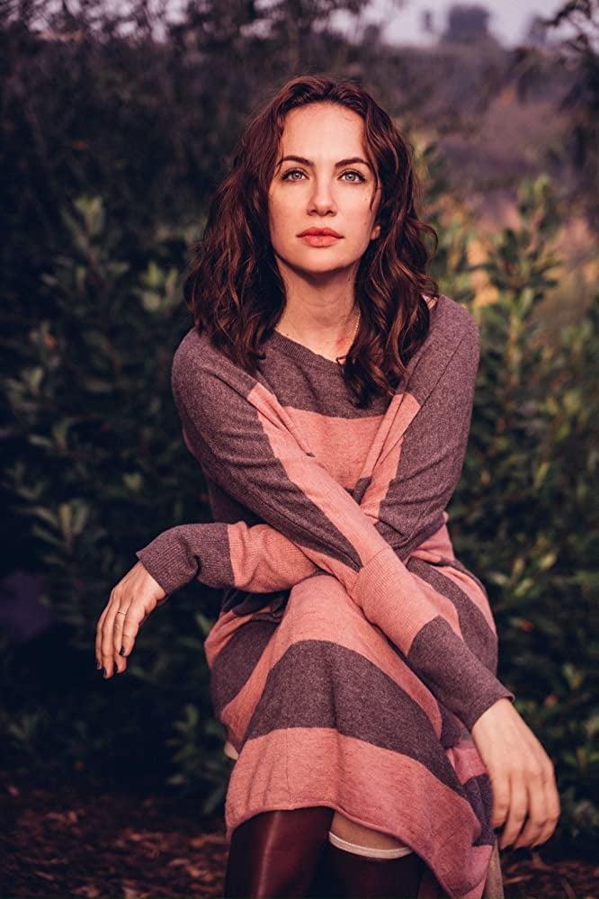 Kate siegel - 12 Pics