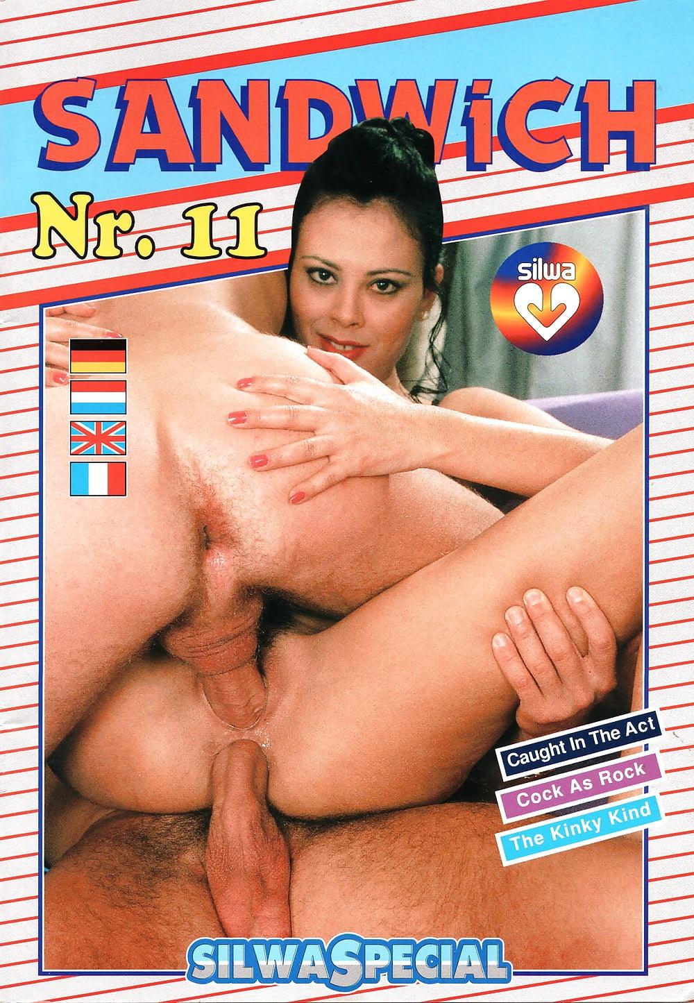 Порно фото переплет страниц, она думала что ее никто не видит писсинг
