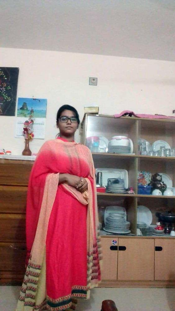 Desi bigboom girl - 9 Pics