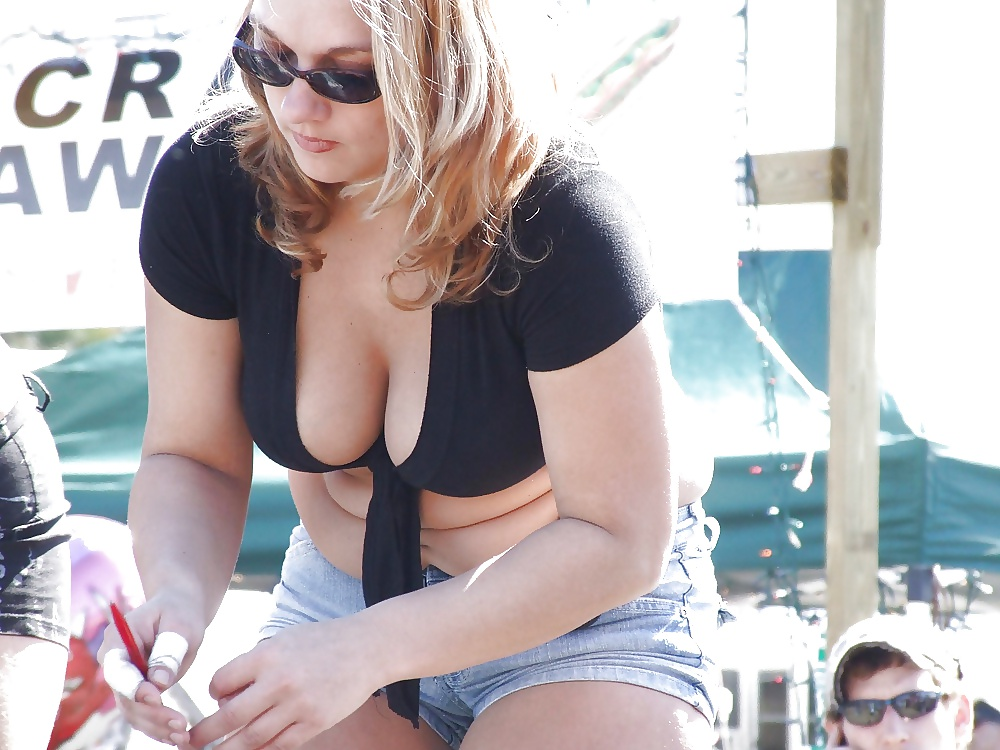 Busty blonde awesome candid cleavage photo sexy candid girls