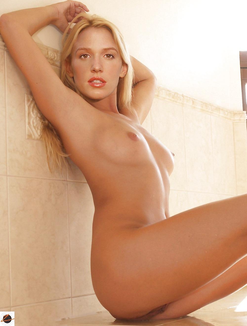 poppy-montgomery-porn-fakes-thailand-group-nude