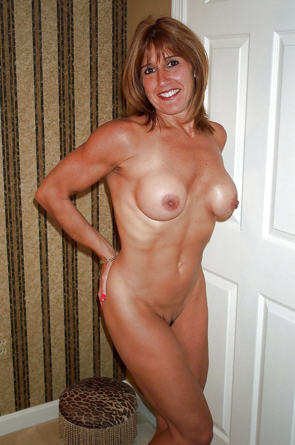 Free nude cougars — photo 7