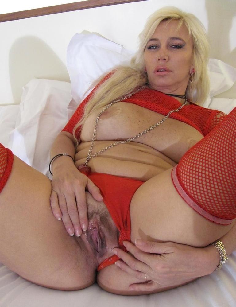 red-tube-intim-foto-bolshih-zhenshin-v-vozraste-molodezh-porno