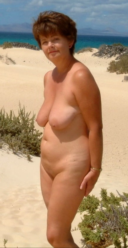 NUDES A POPPING - 24 Pics