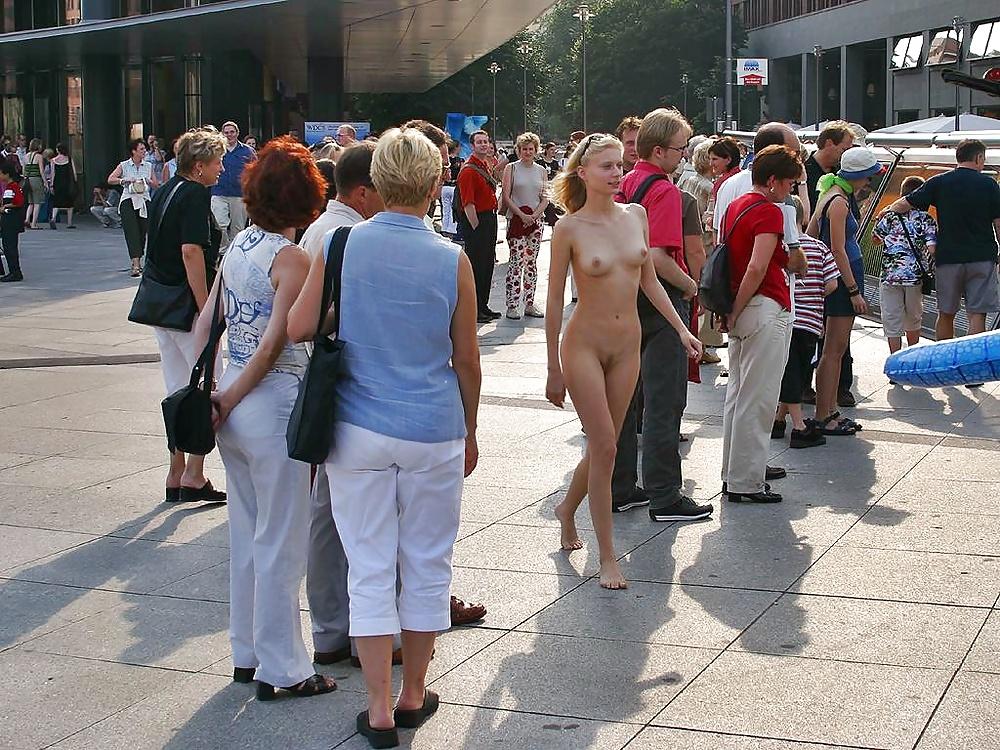 Girls Who Run Around Naked In Public And Masturbate