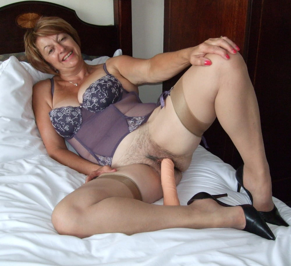 Horny Mature Nylon Sue On Her Knees In Black Stockings Masturbating Solo