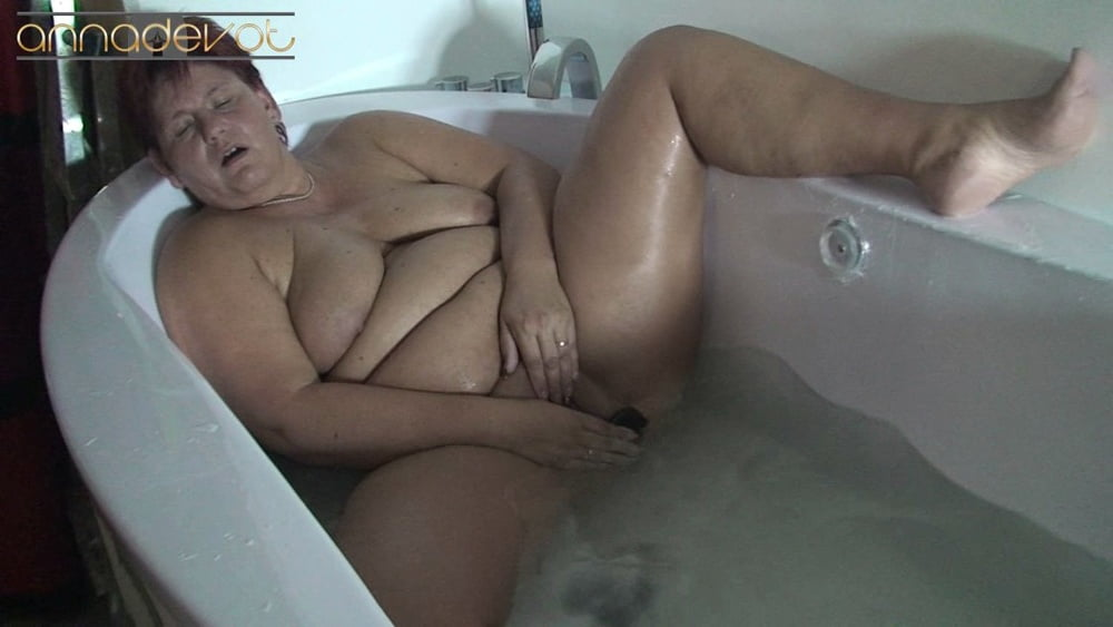 Bathtubs solo - 15 Pics