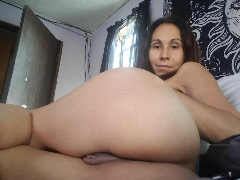 Slut MILF loves showing off - 9 Pics