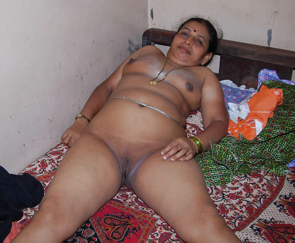 Indian aunty pussy photo, light skin big boobs porn