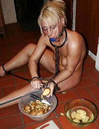 Ideal Naked Women Cleaning House Pics