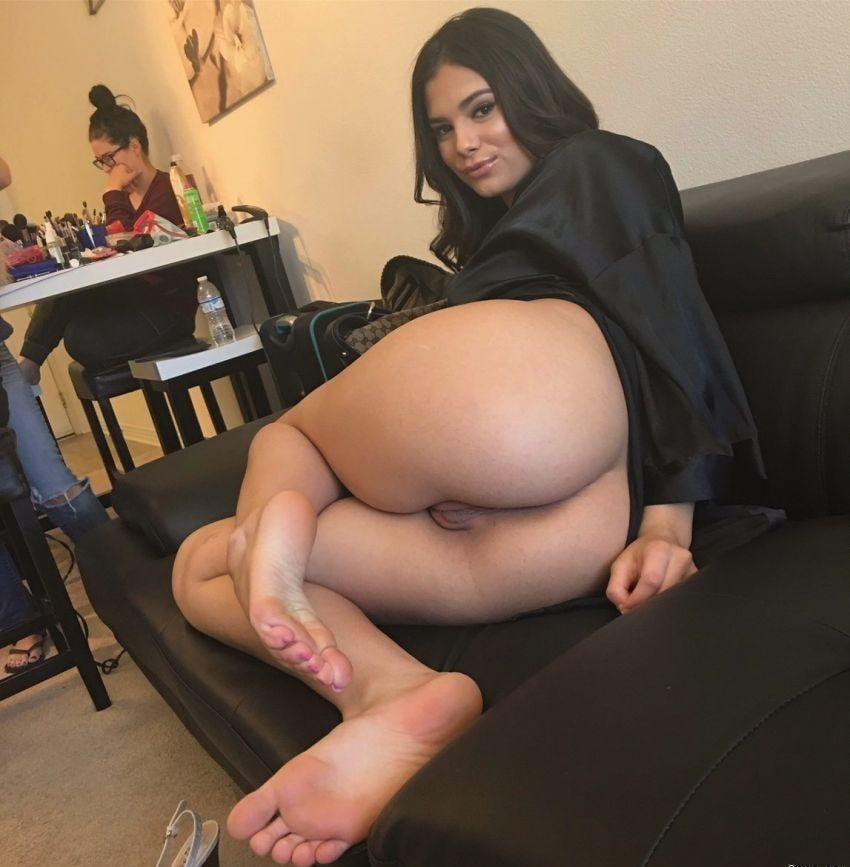 Bottomless! - 11 Pics