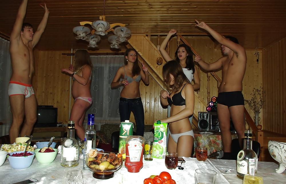 откладываю любительское видео вечеринок девушек было