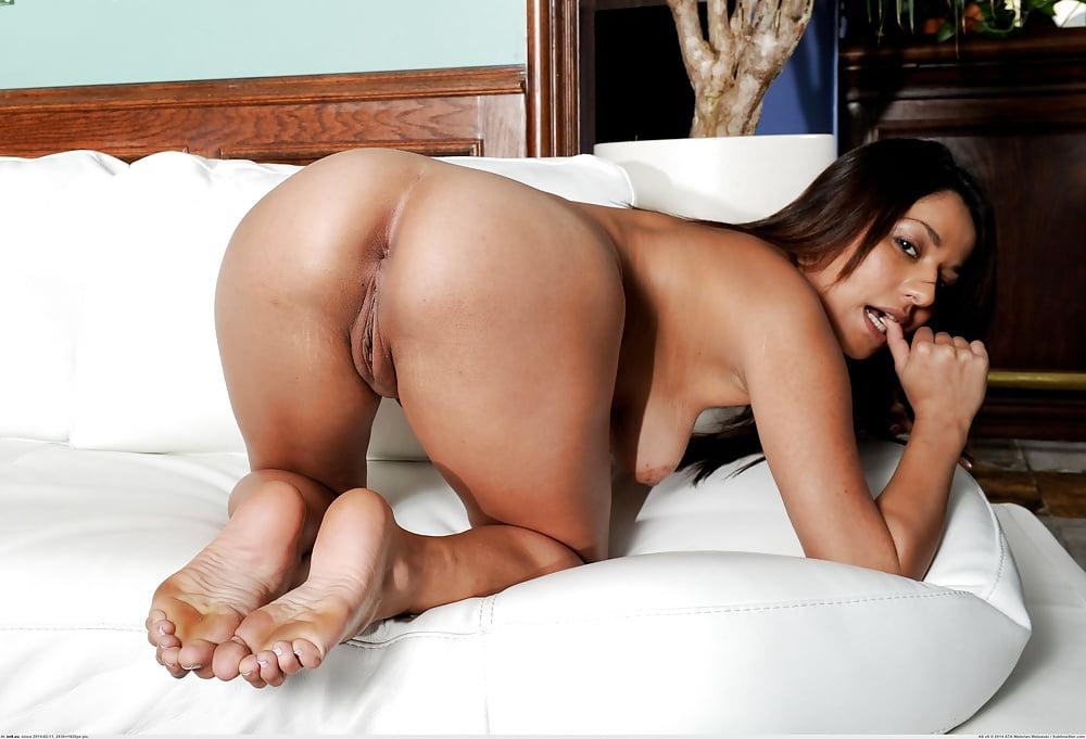 Latina ass and feet, asian topless girls on cam