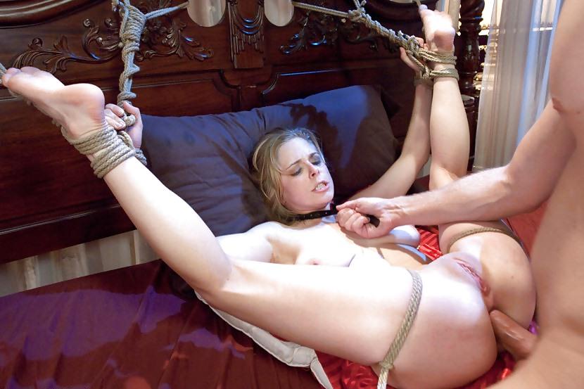 Порно связали девушку и трахают ее
