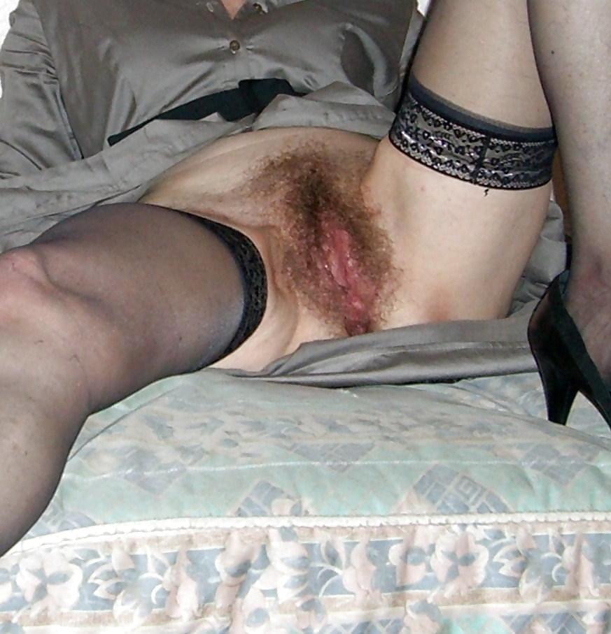 дрочит старушки с волосатой промежностью в колготках порно фото дружный тройной оргазм