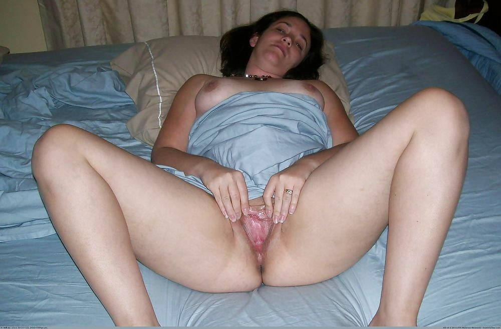 sexy-naked-mother-shows-son-wet-pussy-girls-nude