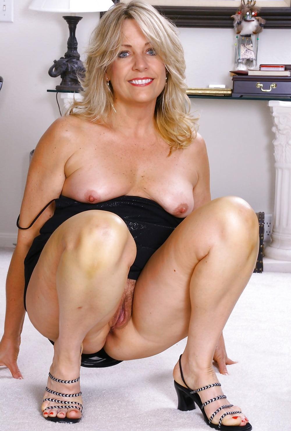 Playimg leah mature nude giant dildo ass