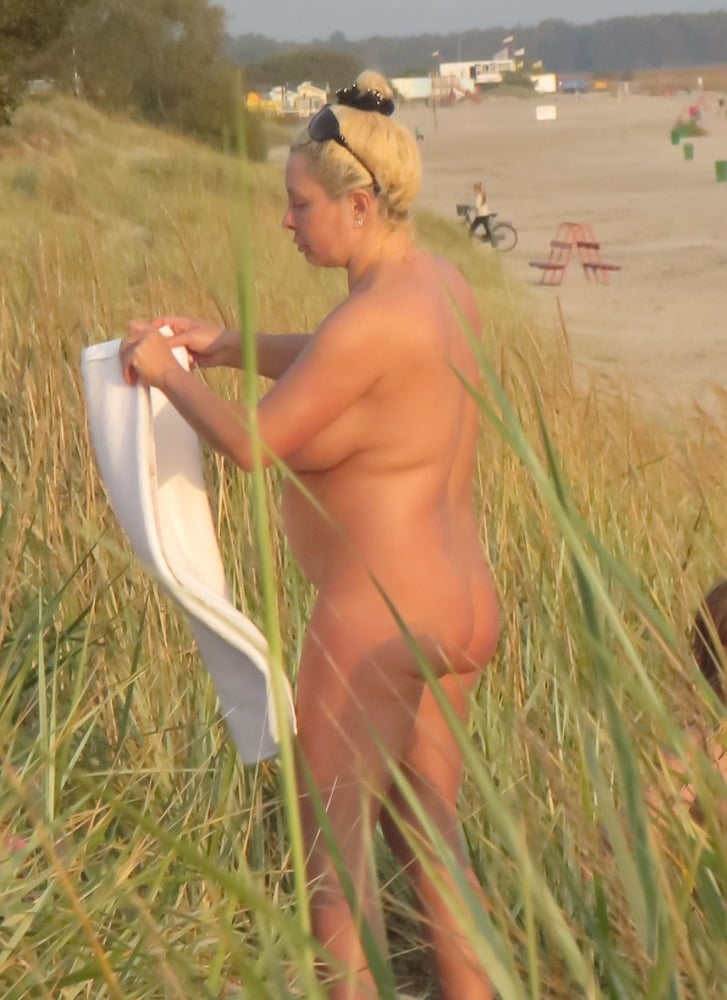 Mom naked on the beach-1073