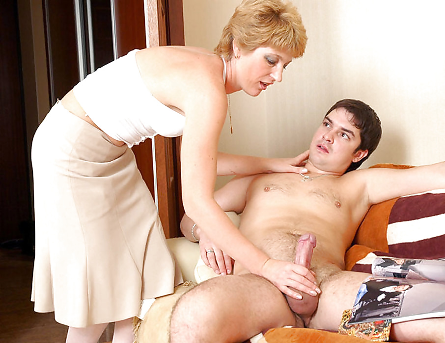 nude-delivery-boy-and-mature-sex-picture
