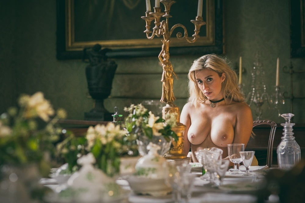 snyat-devku-foto-golie-aristokratki