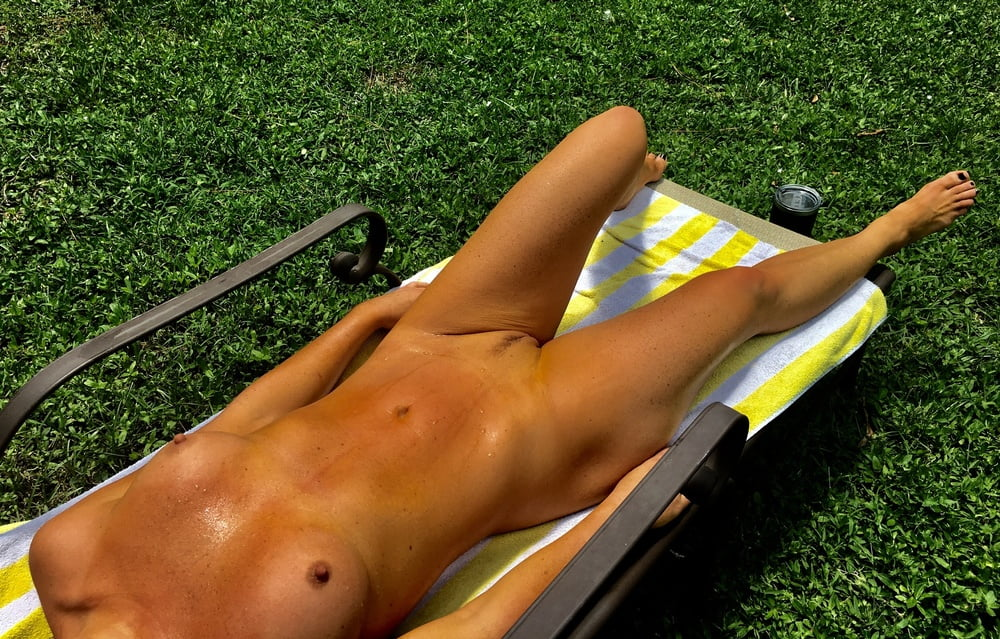 Naked females outside-5284