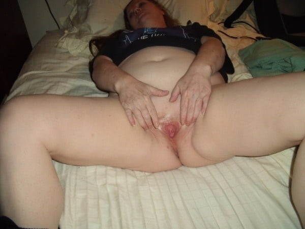 Mature wife licks pussy